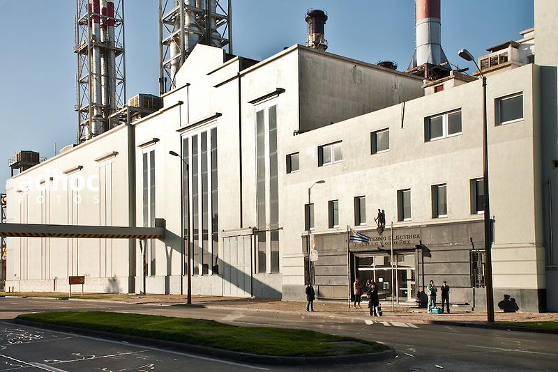 Central Batlle. Planta de produccion de energia electrica. Montevideo, 2013.<br /> URUGUAY / MONTEVIDEO / <br /> Foto: Ricardo Ant&uacute;nez / AdhocFotos<br /> www.adhocfotos.com