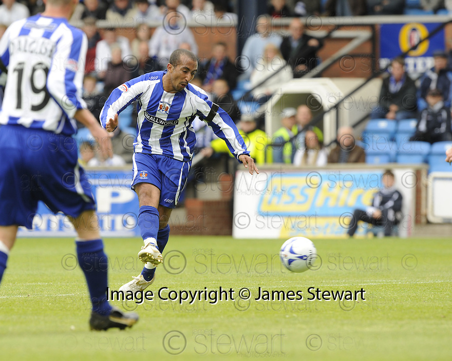 17/05/2008   Copyright Pic: James Stewart.File Name : sct_jspa06_kilmarnock_v_falkirk.MEHDI TAOUIL SCORES KILMARNOCK'S FIRST.James Stewart Photo Agency 19 Carronlea Drive, Falkirk. FK2 8DN      Vat Reg No. 607 6932 25.Studio      : +44 (0)1324 611191 .Mobile      : +44 (0)7721 416997.E-mail  :  jim@jspa.co.uk.If you require further information then contact Jim Stewart on any of the numbers above........