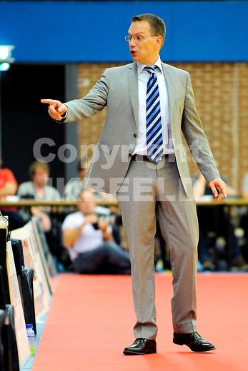 LEEUWARDEN - Basketbal, Eredivisie, sporthal Kalverdijkje,  Aris - ZZ Leiden, seizoen 2011-2012, 1-10-2011 Aris coach Erik Braal. ANP PRO SHOTS