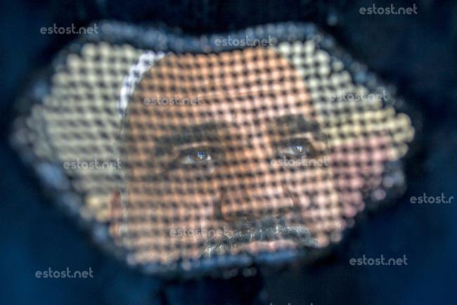 AFGHANISTAN, 06.2008, Kabul. Frauenblick: Ein Mann aus der Burka heraus gesehen.   Women's view: A man seen through the burqa.<br /> © Marzena Hmielewicz/EST&OST