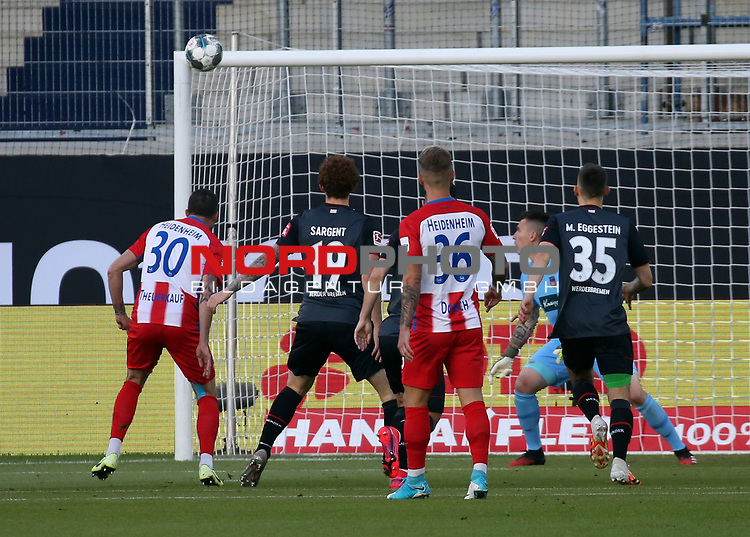 mi. Norman Theuerkauf (1. FC Heidenheim); Eigentor 0:1<br /> <br /> Deutschland, Heidenheim, 06.07.2020, Fussball, Bundesliga, Saison 2019/2020, Relegation, 1. FC Heidenheim - SV Werder Bremen :nphgm001: 06.07.2020<br /> <br /> DFL/DFB REGULATIONS PROHIBIT ANY USE OF PHOTOGRAPHS AS IMAGE AND/OR QUASI-VIDEO<br /> <br /> Foto: Pressefoto Rudel/Robin Rudel/Pool/gumzmedia/nordphoto