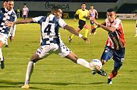 TUNJA- COLOMBIA, 18-08-2018:Felix Garcia (Izq.) jugador de Boyacá Chicó disputa el balón   contra Luis Diaz (Der.) jugador del atalético Junior  durante partido por la fecha 5 de la Liga Águila II 2018 jugado en el estadio La Independencia de la ciudad de Tunja. /Felix Garcia (L) player of Boyaca Chico Fights the ball agaisnt Luis Diaz (R) player of Atletico Junior during the match for the date 5 of the Liga Aguila II 2018 played at the La Independencia stadium in Tunja city. Photo: VizzorImage / José Miguel Palencia / Contribuidor