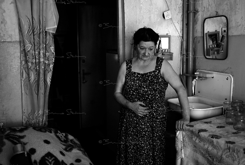 Karateli, Georgia, August 21, 2008.Nina Gharbeshvili returns from Tbilisi for the first time to her damaged flat she fled on August 9, on the second day of the conflict.