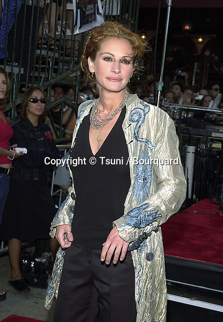 Julia Roberts at the premiere of 'America's Sweethearts' at the Village Theater in Los Angeles, Ca. 7/17/01.          -            RobertsJulia03.jpg