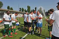 Sparta Heestert - VK Dadizele :<br /> PROMOTIE VK DADIZELE NAAR 1e PROVINCIALE<br /> vreugdetaferelen bij technische staf, spelers en supporters na het behalen van de promotie <br /> <br /> Foto VDB / Bart Vandenbroucke