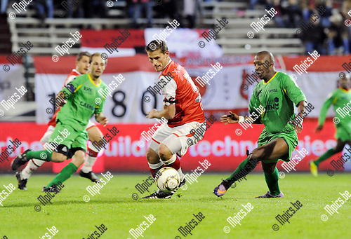 2011-10-15 / Voetbal / seizoen 2011-2012 / R. Antwerp FC - KV Oostende / Kvin Oris (L, Antwerp) met Daby Gueye..Foto: Mpics