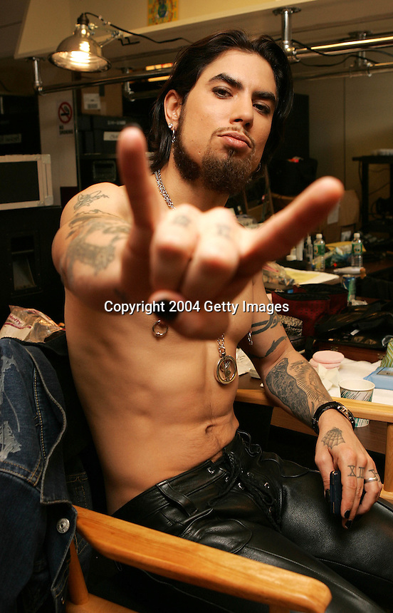 "NEW YORK - SEPTEMBER 8:  Guitarist Dave Navarro poses for a photo in his dressing room at the ""Fashion Rocks"" concert held at Radio City Music Hall on September 8, 2004 in New York City.  (Photo by Frank Micelotta/Getty Images)"