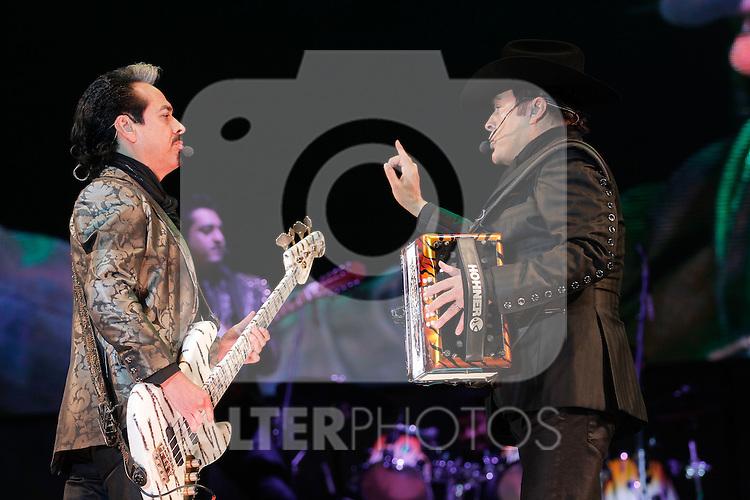 El grupo popular mexicano de musica norteña Los Tigres del Norte se presentaron en el Hipodromo de Hermosillo, Sonora Mexico. ..11 Nov 2012...(Luis Gutierrez/NortePhoto)