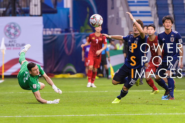 Goalkeeper Dang Van Lam of Vietnam (L) reaches for the ball after an attempt at goal by Japan during the AFC Asian Cup UAE 2019 Quarter Finals match between Vietnam (VIE) and Japan (JPN) at Al Maktoum Stadium on 24 January 2019 in Dubai, United Arab Emirates. Photo by Marcio Rodrigo Machado / Power Sport Images
