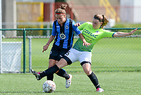 20180915 - Brugge , BELGIUM : Brugge's Charlotte Laridon (left) pictured in a duel with Aalst's Lieselot De Kegel (r) during the third game in the first division season 2018-2019 between the women teams of Club Brugge Dames and Eendracht Aalst , Saturday 15 September 2018 . PHOTO DAVID CATRY | SPORTPIX.BE