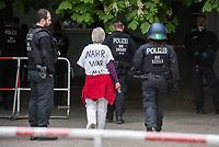"""Auf und rund um den Rosa-Luxemburg-Platz in Berlin-Mitte haben am Samstag den 25. April 2020 mehrere hundert Menschen gegen die Einschraenkungen im Zuge der Massnahmen zur Eindaeemung der Covid-19-Pandemie protestiert. Rechtsextremisten, Hooligans, Antisemiten, Verschwoerungstheoretiker und AfD-Politiker hatten zu einer sogenannten """"Hygiene-Demo"""" versammelt. Vereinzelt protestierten Menschen am Rande gegen diese Demonstration.<br /> Die Polizei war mit mehreren hundert Beamten im Einsatz und nahm mehr als 100 Personen fest.<br /> Im Bild: Polizeibeamte fuehren eine verhaftete Person ab.<br /> 25.4.2020, Berlin<br /> Copyright: Christian-Ditsch.de<br /> [NUR FUER REDAKTIONELLE ZWECKE! Werbung nur auf Anfrage beim Fotografen. Inhaltsveraendernde Manipulation des Fotos nur nach ausdruecklicher Genehmigung des Fotografen. Vereinbarungen ueber Abtretung von Persoenlichkeitsrechten/Model Release der abgebildeten Person/Personen liegen nicht vor. NO MODEL RELEASE! Don't publish without copyright Christian-Ditsch.de, Veroeffentlichung nur mit Fotografennennung, sowie gegen Honorar, MwSt. und Beleg. Konto: I N G - D i B a, IBAN DE58500105175400192269, BIC INGDDEFFXXX, Kontakt: post@christian-ditsch.de<br /> Bei der Bearbeitung der Dateiinformationen darf die Urheberkennzeichnung in den EXIF- und  IPTC-Daten nicht entfernt werden, diese sind in digitalen Medien nach §95c UrhG rechtlich geschuetzt. Der Urhebervermerk wird gemaess §13 UrhG verlangt.]"""