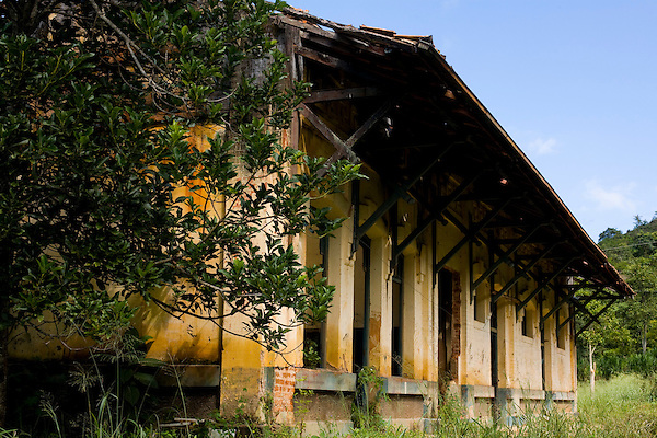 Acaiaca_MG, Brasil...Antiga estacao ferroviaria de Crasto...The ancient Castro  railroad station...Foto: LEO DRUMOND / NITRO.