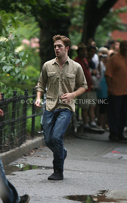 WWW.ACEPIXS.COM . . . . .  ....July 2 2009, New York City....Actor Robert Pattinson on the Washington Square Park set of the new movie 'Remember Me' on July 2 2009 in New York City....Please byline: PHILIP VAUGHAN - ACEPIXS.COM.... *** ***..Ace Pictures, Inc:  ..tel: (212) 243 8787..e-mail: info@acepixs.com..web: http://www.acepixs.com