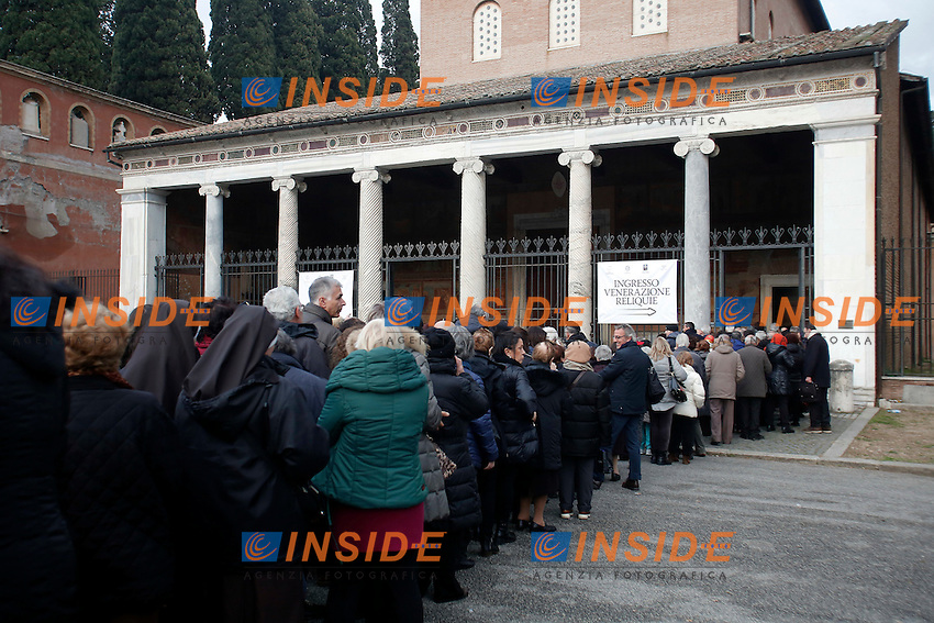 La lunga fila per visitare il Santo. Cue to visit the Saint<br /> Roma 03-02-2016 In occasione del Giubileo della Misericordia, la salma di Padre Pio viene traslata nella Basilica di San Lorenzo Fuori le Mura ed esposta all'adorazione dei fedeli.<br /> Rome 03rd February 2016. In occasion of the Jubilee of Mercy, the body of Saint Father Pio from Pietralcina is translated in Rome, in the Basilic of Saint Lawrence, and exposed to the adoration of faithful.<br /> Photo Samantha Zucchi Insidefoto