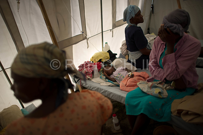 © Remi OCHLIK/IP3 - Gonaives on 2010 november 10 - A three-week-old cholera epidemic that has killed more than 640 people in Haiti is spreading quickly in the northwest coastal city of Gonaive.City of Gros Morne, local hospital welcoms people who get the cholera