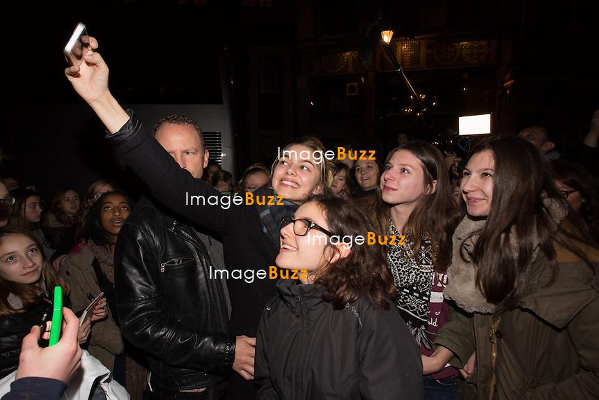 EXCLUSIF - NO WEB - NO BLOG - <br /> La chanteuse Louane rencontre ses fans apr&egrave;s son concert &agrave; l'Ancienne Belgique, &agrave; Bruxelles.<br /> Belgique, Bruxelles, 10 janvier 2016<br /> French singer Louane meets with her fans, following her concert at the Ancienne Belgique, in Brussels.<br /> Belgium, Brussels, 10 January 2016