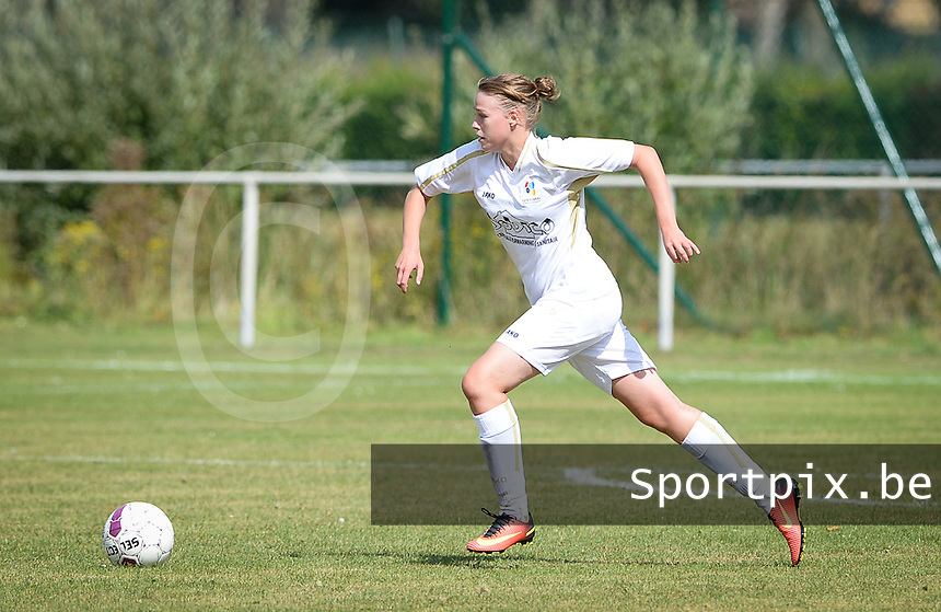 20160903 - BRUGGE , BELGIUM : Sinaai's Yana Struijs pictured during a soccer match between the women teams of Cerkelladies Brugge and GFA Sinaai Girls , during the first matchday in the 2016-2017  Tweede klasse - Second Division season, Saturday 3 September 2016 . PHOTO SPORTPIX.BE | DAVID CATRY