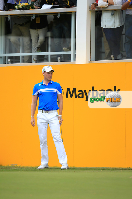 Danny Willett (ENG) on the 18th green during Round 4 of the Maybank Championship on Sunday 12th February 2017.<br /> Picture:  Thos Caffrey / Golffile<br /> <br /> All photo usage must carry mandatory copyright credit     (&copy; Golffile | Thos Caffrey)