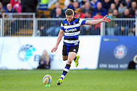 Rhys Priestland of Bath Rugby kicks for the posts. Aviva Premiership match, between Bath Rugby and Harlequins on February 18, 2017 at the Recreation Ground in Bath, England. Photo by: Patrick Khachfe / Onside Images