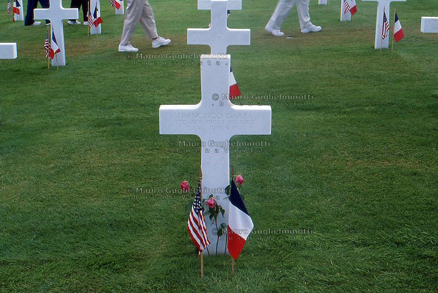 Francia Tombe al cimitero di guerra americano in Normandia Graves at the American cemetery in Normandy, France