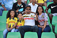 MONTERIA - COLOMBIA, 08-09-2018:  Hinchas de Alianza son vistos durante partido entre Jaguares FC y Alianza Petrolera por la fecha 9 de la Liga Águila II 2018 jugado en el estadio Municipal de Montería. / Fans of Alianza are seen during the match between Jaguares FC and Alianza Petrolera for the date 9 of the Liga Aguila II 2018 at the Municipal de Monteria Stadium in Monteria city. Photo: VizzorImage / Andres Felipe Lopez / Cont