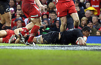 Pictured: Keven Mealamu of New Zealand  scores a try Saturday 22 November 2014<br />
