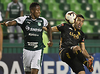 PALMIRA - COLOMBIA, 04-04-2019: Carlos Carbonero del Cali disputa el balón con Luis Cabral del Guarani durante partido por la primera ronda de la Copa CONMEBOL Sudamericana 2019 entre Deportivo Cali de Colombia y Club Guaraní de Paraguay jugado en el estadio Deportivo Cali de la ciudad de Palmira. / Carlos Carbonero of Cali vies for the ball with Luis Cabral of Guarani during match for the first round as part Copa CONMEBOL Sudamericana 2019 between Deportivo Cali of Colombia and Club Guarani of Paraguay played at Deportivo Cali stadium in Palmira city.  Photo: VizzorImage / Gabriel Aponte / Staff