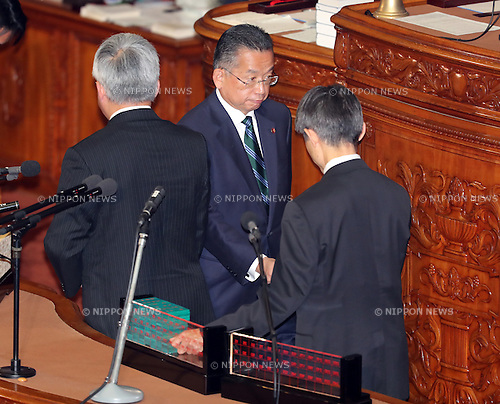 November 10, 2016, Tokyo, Japan - Japanese Agriculture Minister Yuji Yamamoto votes for his no-confidence motion at the Lower House plenary session at the National Diet in Tokyo on Thursday, November 10, 2016. The no-confidence motion brought by opposition parties for Yamamoto's verbal gaffes was voted down by ruling parties.  (Photo by Yoshio Tsunoda/AFLO) LWX -ytd-