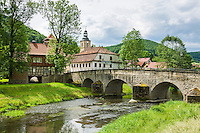 Germany; Free State of Thuringia, Belrieth near Meiningen: stone arch bridge across river Werra, built 1578 | Deutschland, Thueringen, Belrieth bei Meiningen: steinerne Brücke ueber die Werra aus dem Jahr 1578
