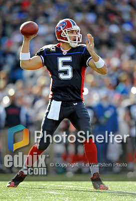 2 November 2008:  Buffalo Bills' quarterback Trent Edwards sets to pass during the first quarter against the New York Jets at Ralph Wilson Stadium in Orchard Park, NY. The Jets defeated the Bills 26-17 improving their record to 5 and 3 for the season...Mandatory Photo Credit: Ed Wolfstein Photo