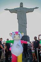 RIO DE JANEIRO, RJ, 20.11.2014 – MASCOTE DE BEIJIM 2008 VISITA CRISTO REDENTOR, MASCOTES JOGOS OLIMPICOS,Mascote de Beijim Fu Niu Lee  (Pequim 2008) visitou hoje o Cristo Redentor,no Cristo Redentor, no Cosme Velho, nesta sexta-feira, 21  (foto: Márcio Cassol/Brazil Photo Press)