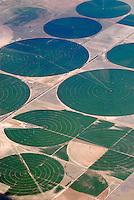 4415 / Bewaesserung: AMERIKA, VEREINIGTE STAATEN VON AMERIKA, UTAH,  (AMERICA, UNITED STATES OF AMERICA), 18.05.2006:Bewaesserung von Futtermittel Feldern in der Wueste von Utah