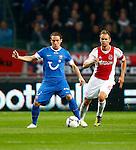 Nederland, Amsterdam, 29 september 2012.Eredivisie .Seizoen 2012-2013.Ajax-FC Twente.Robbert Schilder (l.) van FC Twente in actie met bal. Rechts Siem de Jong, aanvoerder van Ajax.