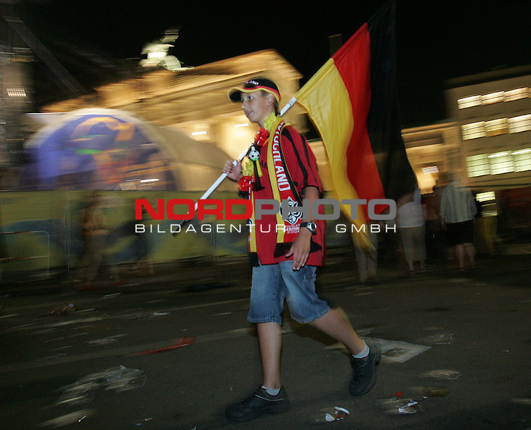 FIFA WM 2006 - Feature Fanmeile Berlin<br /> Play #63 (08-Jul) - Germany vs Portugal.<br /> Supporters from Germany celebrate the 3-1 victory against Portugal at Brandenburger Tor in Berlin after the match of the World Cup in Stuttgart.<br /> Foto &copy; nordphoto