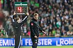 02.11.2019, wohninvest WESERSTADION, Bremen, GER, 1.FBL, Werder Bremen vs SC Freiburg<br /> <br /> DFL REGULATIONS PROHIBIT ANY USE OF PHOTOGRAPHS AS IMAGE SEQUENCES AND/OR QUASI-VIDEO.<br /> <br /> im Bild / picture shows<br /> Florian Kohfeldt (Trainer SV Werder Bremen), <br /> Anzeigetafel mit vier Minuten Nachspielzeit, <br /> <br /> Foto © nordphoto / Ewert