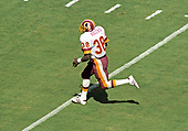 Washington Redskins running back George Rogers (38) carries the ball during the first quarter of game against the Houston Oilers at RFK Stadium in Washington, DC on September 16, 1985.   Rogers ran for 31 yards and a touchdown on the play.  The Redskins won the game 16 - 13.<br /> Credit: Howard L. Sachs / CNP