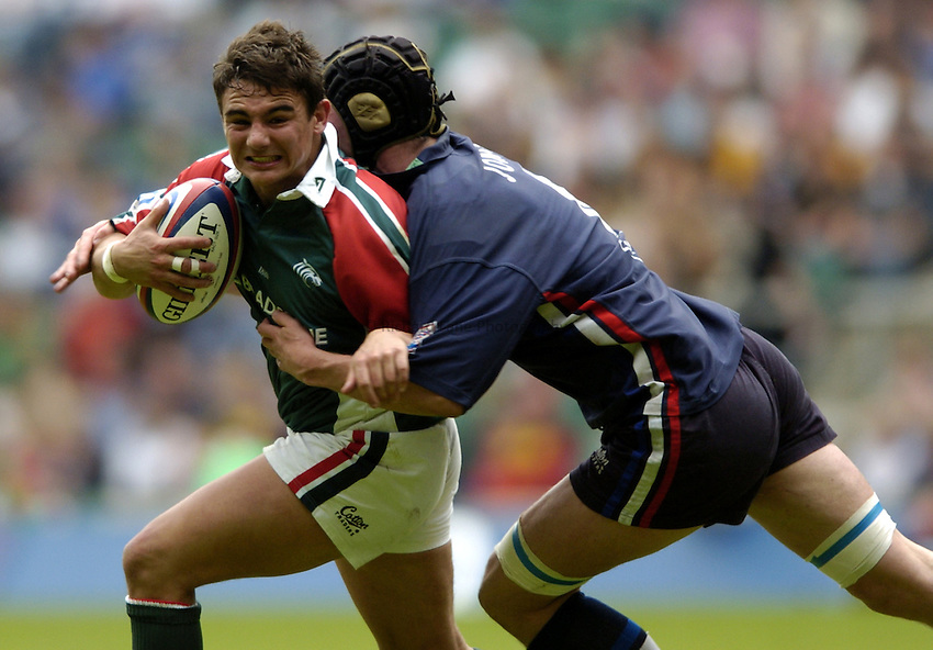 Photo: Richard Lane..Leicester Tigers v Sale Sharks. Zurich Wildcard Final at Twickenham. 29/05/2004..Harry Ellis is tackled.