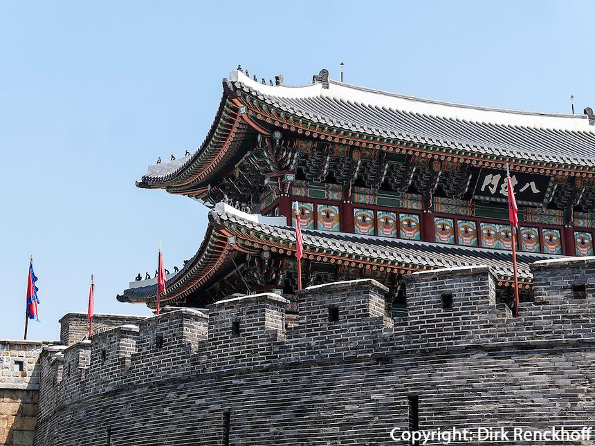 S&uuml;dtor - Paldalmun- der Festung Hwaseong von Suwon, Provinz Gyeonggi-do, S&uuml;dkorea, Asien, Unesco-Weltkulturerbe<br /> South gate Paldalmun of fortress Hwaseong, Suwon, Province Gyeonggi-do, South Korea Asia, UNESCO World-heritage