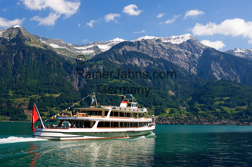 CHE, Schweiz, Kanton Bern, Berner Oberland, Brienz: Motorschiff Brienz auf dem Brienzersee vorm Brienzer Rothorn (2.350 m) | CHE, Switzerland, Bern Canton, Bernese Oberland, Lake Brienz: MS Brienz and Brienzer Rothorn mountain