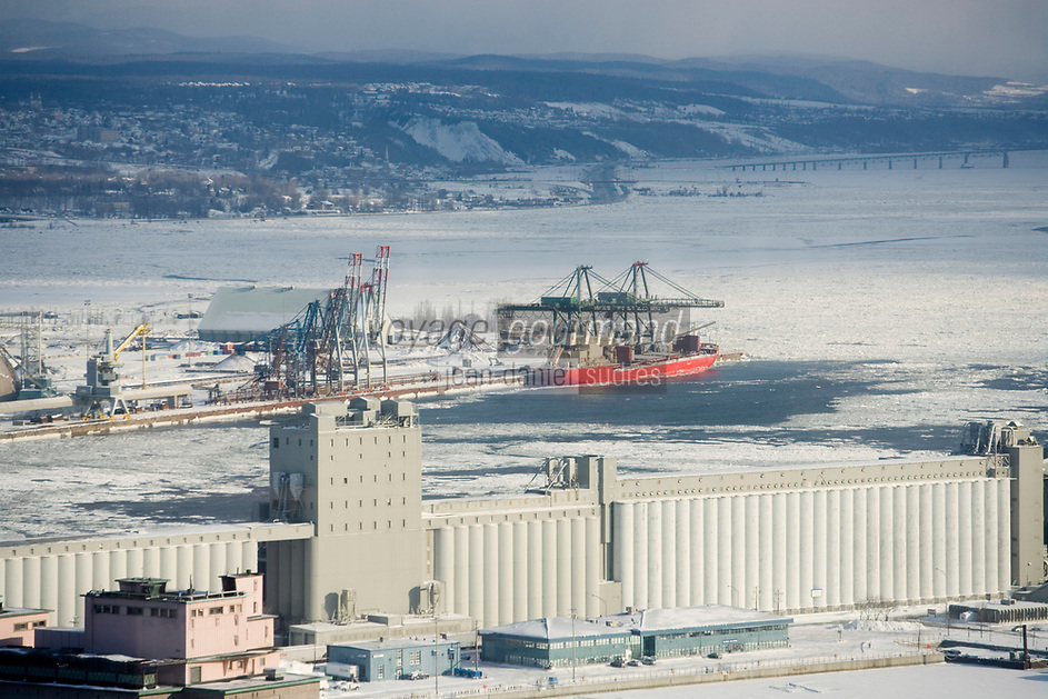 Amérique/Amérique du Nord/Canada/Québec/ Québec: Le Port et le Saint-Laurent gelé