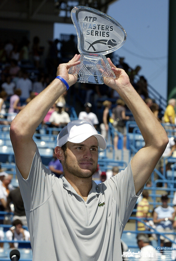 20 August 2006: Andy Roddick, of the United States, raises the trophy after winning the ATP Cincinnati Masters tennis tournament in Mason, Ohio.<br />