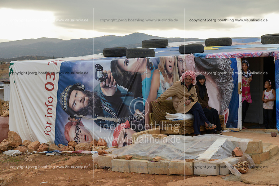 LEBANON Beqaa valley, Deir el Ahmad, camp for syrian refugees, family in tent made from old cinema poster / LIBANON Bekaa Tal, Deir el Ahmad, Camp fuer syrische Fluechtlinge am Dorfrand, Familie im Zelt aus alten Kinoplakaten