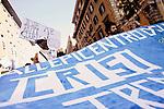 """2011-10-15, Roma..Il corteo della manifestazione """"UNITED FOR GLOBAL CHANGE"""" svoltosi a Roma con la partecipazione degli indignati e promossa da centinaia di associazioni. La manifestazione ha percorso il tratto da Piazza della Repubblica a Piazza San Giovanni ma è sfociata in scontri durissimi con le FF.OO. dopo che la frangia violenta è stata in grado di prendere il sopravvento sui manifestanti pacifici all'altezza di via Labicana."""