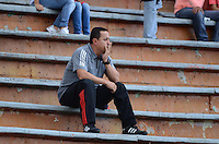 ENVIGADO -COLOMBIA, 8-NOVIEMBRE-2015. Juan Carlos  Sanchez  director tecnico del Envigado FC en accion contra Patriotas de Boyacá fue expulsado del partido fecha 19 de la Liga Aguila II 2015 jugado en el estadio Polideportivo Sur./ Juan Carlos Sanchez coach of Envigado FC in actions against  of Patriotas de Boyacá  of the match between Envigado FC  and Patriotas de Boyacá for the date 19 of the Aguila League II 2015 played at Polideportivo Sur . Photo: VizzorImage / Leon Monsalve / Str