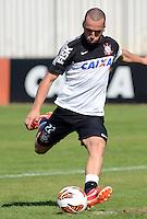 SÃO PAULO,SP, 13 julho 2013 -  Guilherme  durante treino do Corinthians no CT Joaquim Grava na zona leste de Sao Paulo, onde o time se prepara  para para enfrenta o Atletico MG pelo campeonato brasileiro . FOTO ALAN MORICI - BRAZIL FOTO PRESS