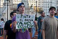 BUENOS AIRES, ARGERTINA, 05 DE MAIO 2012 - MARCHA DA MACONHA BUENOS AIRES - Participantes durante Marcha pela Discriminalização do Consumo e plantação de Maconha realizada na tarde deste sábado em Buenos Aires, capital da Argentina. FOTO: PATRICIO MURPHY - BRAZIL PHOTO PRESS.