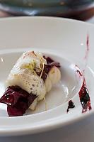 """Europe/France/Rhône-Alpes/74/Haute Savoie/ Evian: Le brochet , crème végétale à la reine des prés, arroche pourpre et peinture végétale  recette de  Michel Lentz   du restaurant """"Les Fresques Royales"""", au Royal Hôtel"""