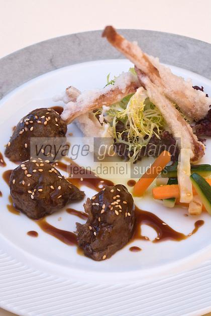 Europe/France/Aquitaine/40/Landes/ Saubusse: Salade de joue et tempura d'oreillle de cochon, mikado de légumes au soja recette de  Didier Gabarrus chef du restaurant : La Villa Sting