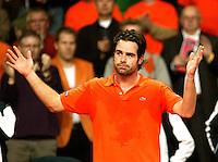 10-2-06, Netherlands, tennis, Amsterdam, Daviscup.Netherlands Russia, Raemon Sluiter ithanks the crowd after loosing to Dmitry Tursonov i