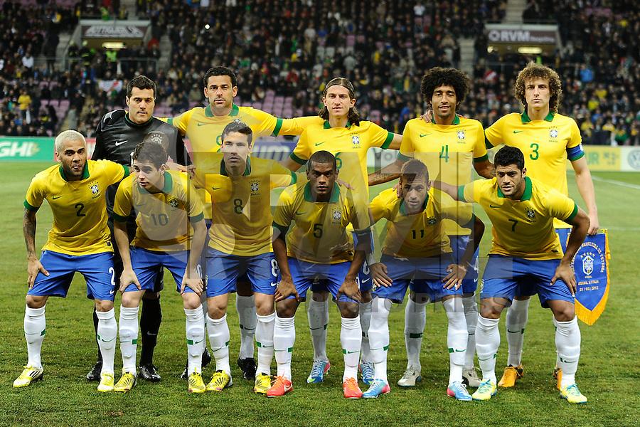 GENEBRA, SUICA, 21 DE MARCO DE 2013 - Jogadores da Selacao brasileira durante partida amistosa contra a Itália, disputada em Genebra, na Suíça, nesta quinta-feira, 21. O jogo terminou 2 a 2. FOTO: PIXATHLON / BRAZIL PHOTO PRESS